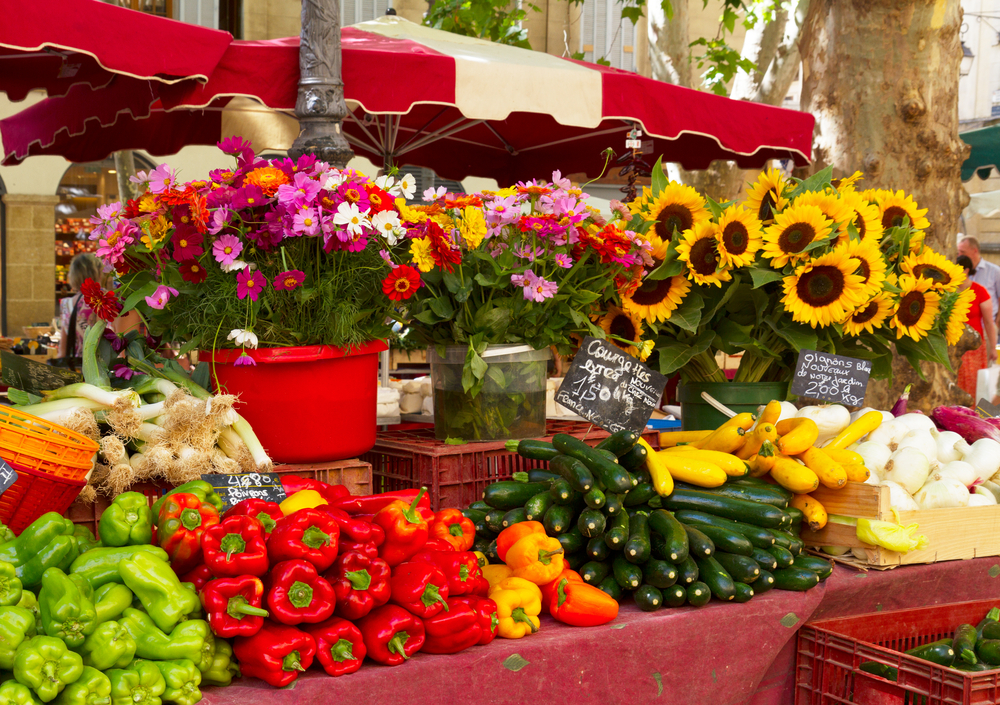 Provence-market-with-local-food-and-flowers